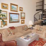 Appart'hôtel, plusieurs lits (520 Cooper Ave E #305) - Salle de séjour