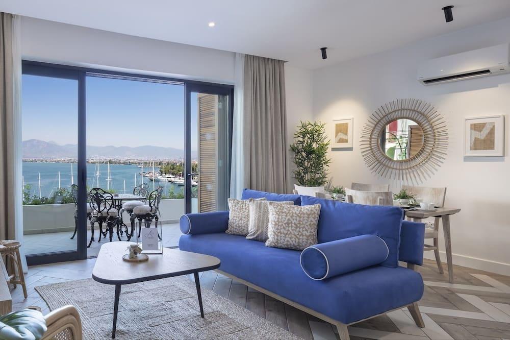 Deluxe Studio Suite, 2 Bedrooms, Harbor View, Sea Facing - Living Area