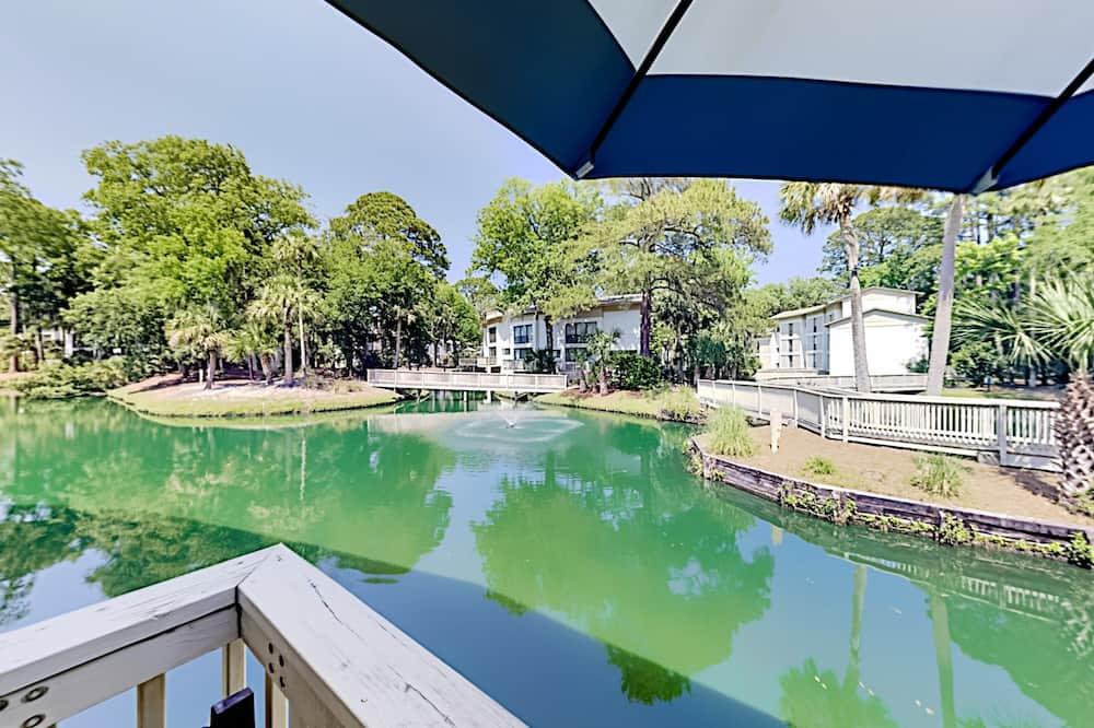 Beautiful Hilton Head With Pools! 2 Bedroom Condo