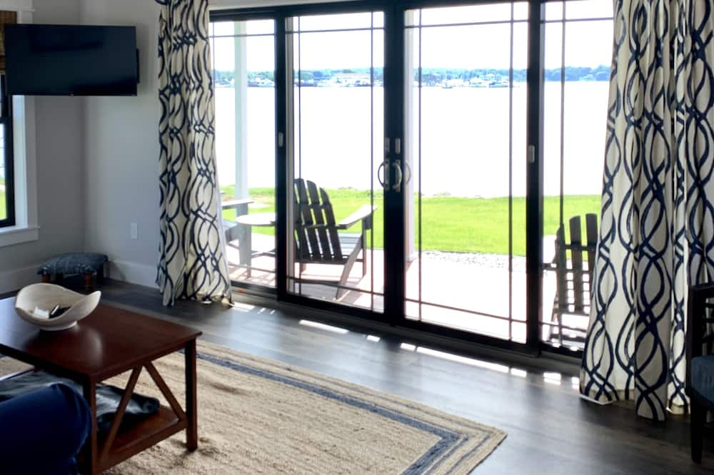 Harbor View Landing, Mystic CT - The Block Island Waterfront Cottage