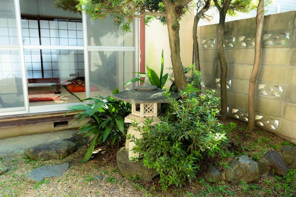 Shared Dormitory, Men only, Non Smoking - Pemandangan Taman