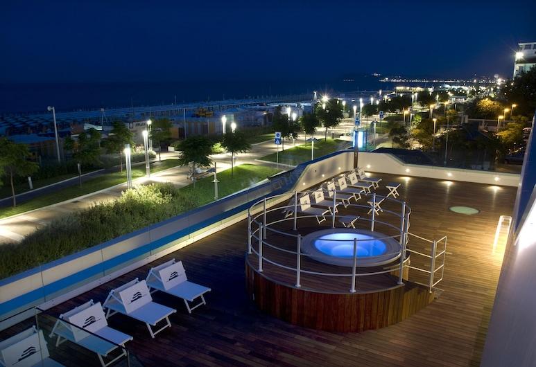 Trampolines Suite Hotel, Riccione, Idromassaggio all'aperto