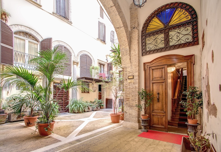Navona Gallery & Garden Suites B&B, Roma, Cortile