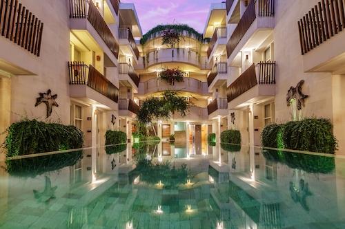 โรงแรมอธิจายา
