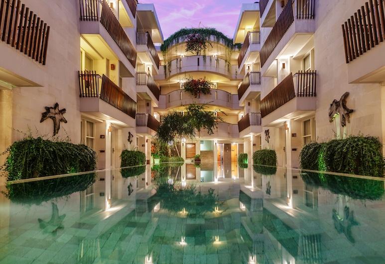阿迪海傑亞日落酒店, 庫塔, 泳池