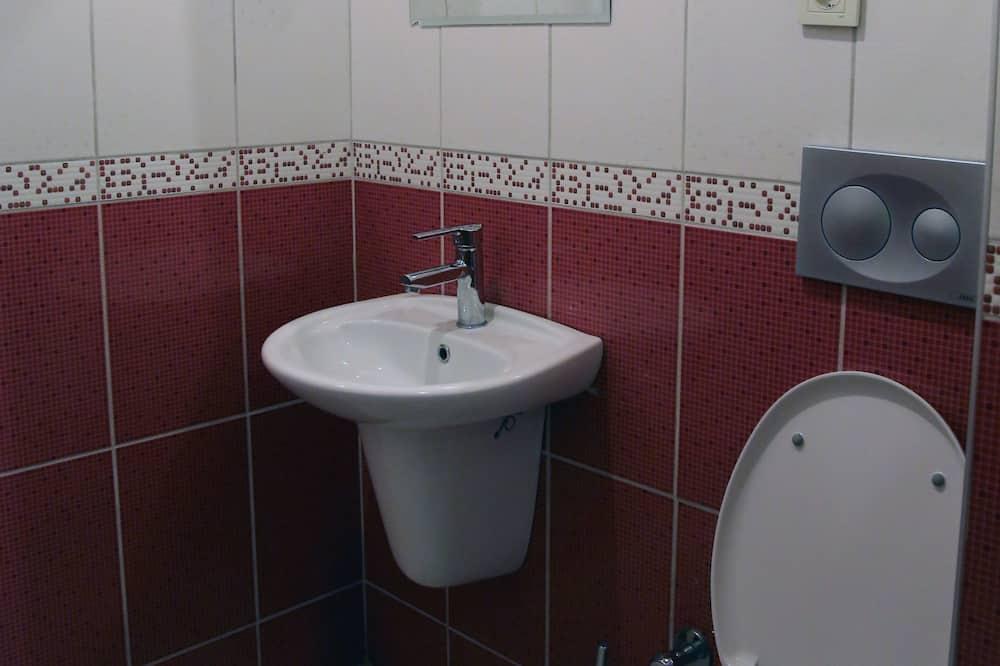 Standard Double Room (Single Use) - Bathroom