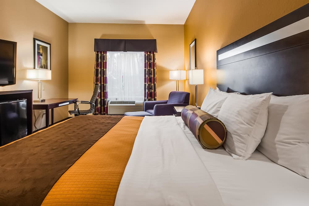 Standard Room, 1 King Bed, Non Smoking, Refrigerator & Microwave - Guest Room