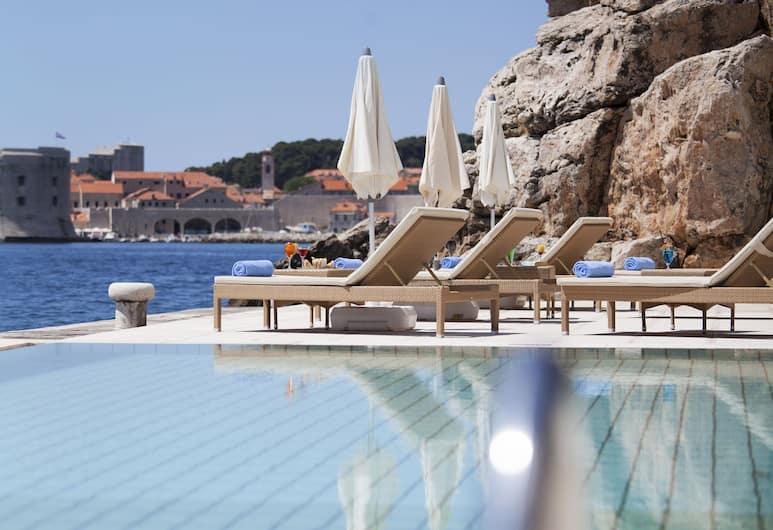 Villa Orsula, Dubrovnik, Välibassein