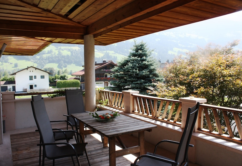 Ferienhof Kampfl, Fügen, Štandardný apartmán, 4 spálne, balkón, výhľad na hory (Rosenrot), Terasa