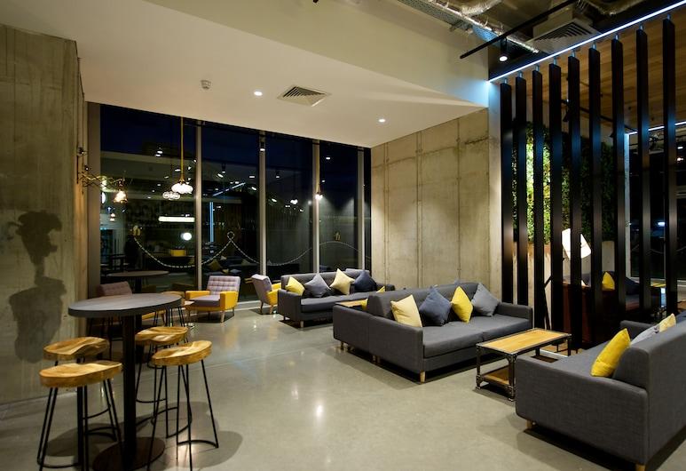 Staycity Aparthotels London Heathrow, Hayes, Sitzecke in der Lobby