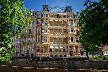 Enter your travel dates, check our Karlovy Vary last minute prices