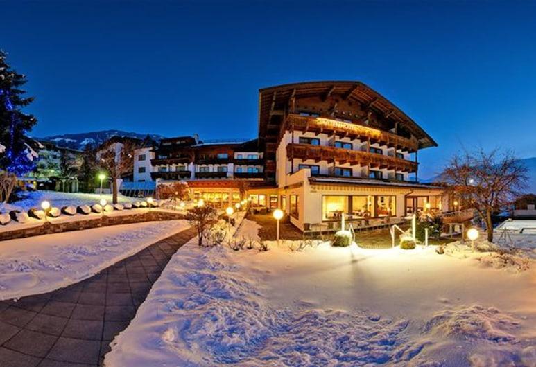 Gartenhotel Crystal, Fügen, Pohľad na hotel – večer/v noci