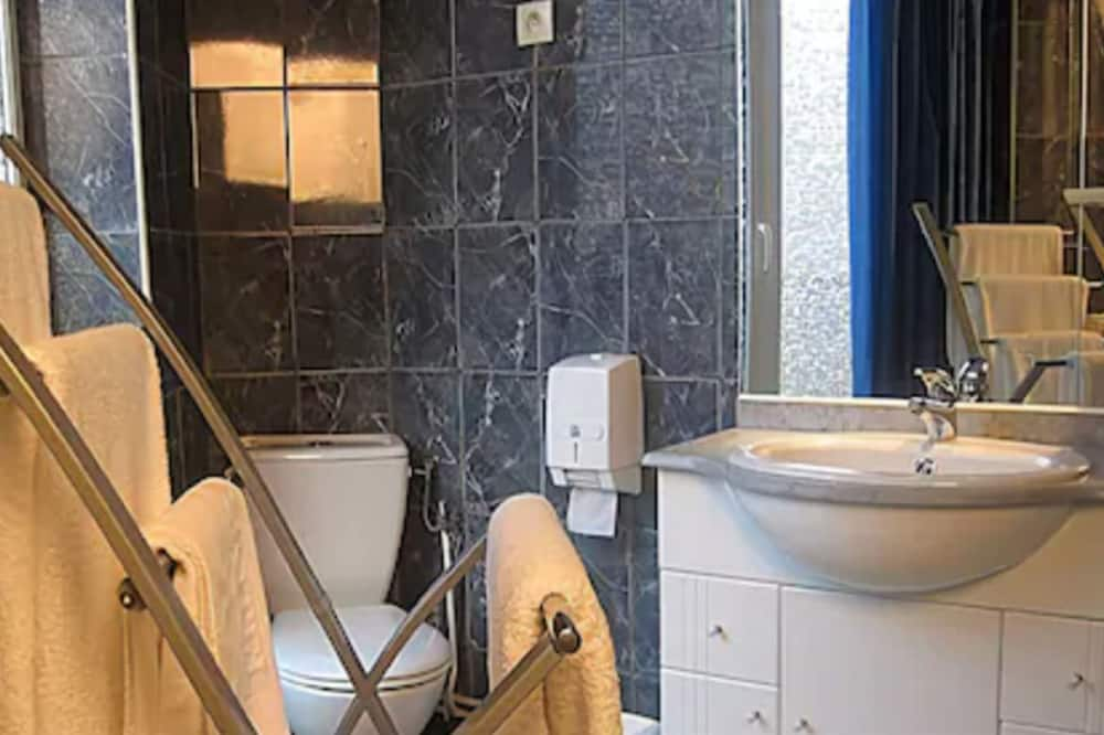 Standard Triple Room - Vannasistaba