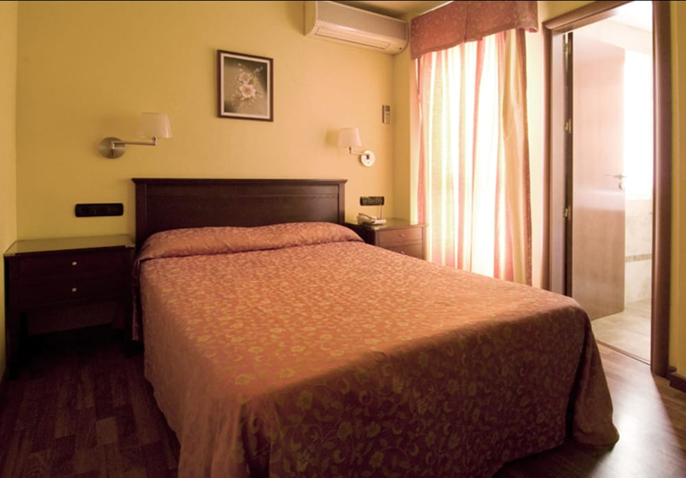 Hotel Carlos V Málaga, Malaga