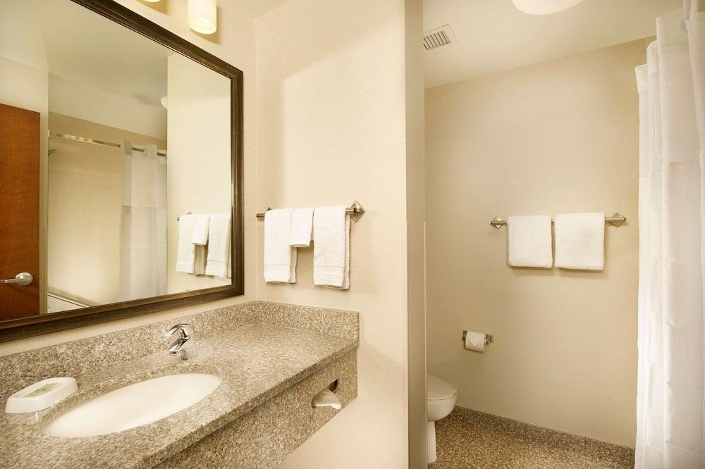 套房, 2 張加大雙人床, 雪櫃和微波爐 (Upper Floor, 2 rooms) - 浴室