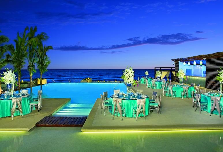 Secrets The Vine Cancun, Cancún, Terraza o patio
