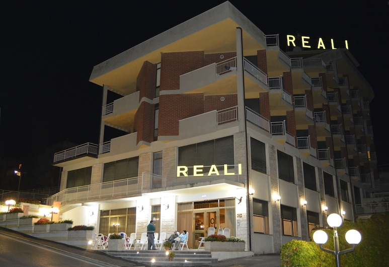 Hotel Reali, Chianciano Terme, Hotel Front – Evening/Night