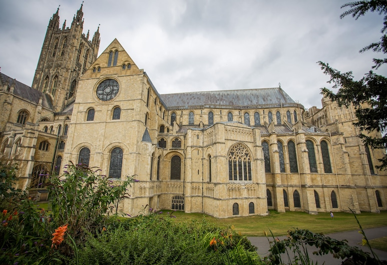 Canterbury Cathedral Lodge, Canterbury, Property Grounds