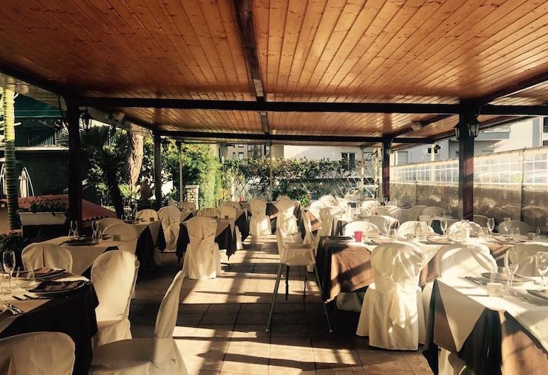 Solidago Hotel, Taggia, Einestamine vabas õhus