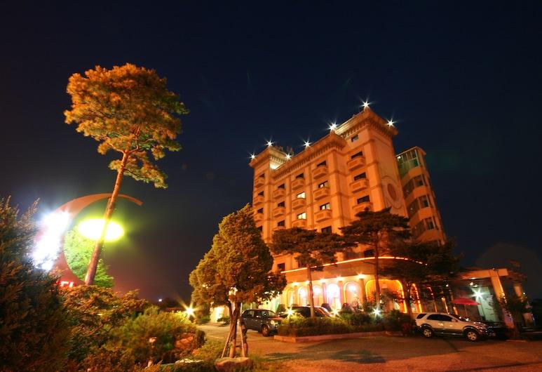 호텔 아마란스, 속초시, 호텔 정면 - 저녁/밤