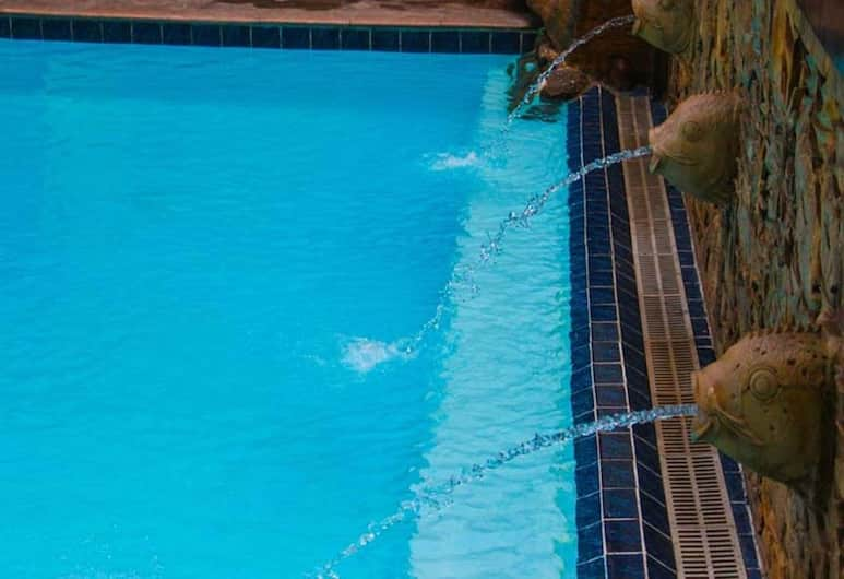 Asian Mansion Il, Makati, Açık Yüzme Havuzu