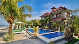 Choose This Famille Hotel in Karangasem - Online Room Bookings