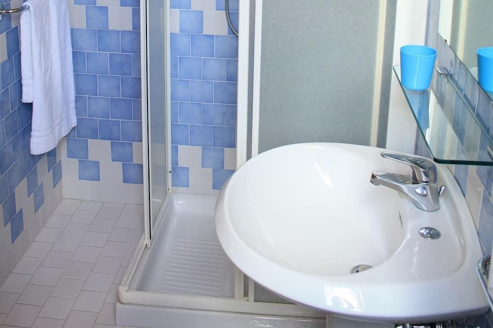 Standard Double or Twin Room, 1 Bedroom, Non Smoking, Ensuite - Bathroom