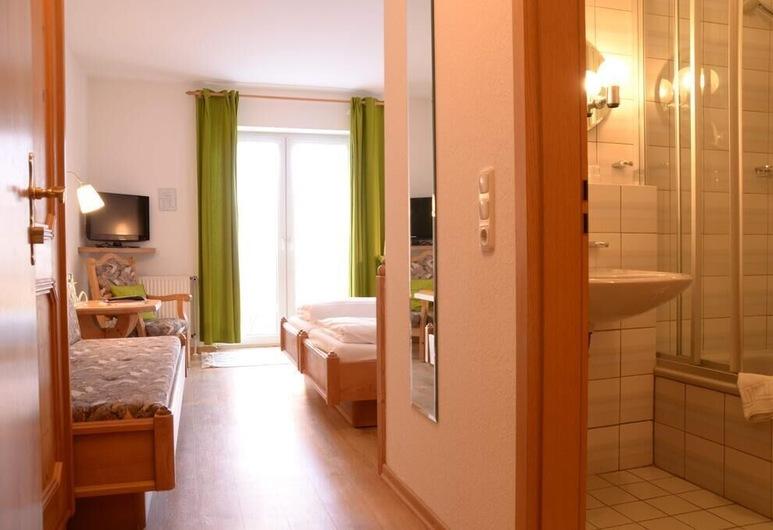 Waldhotel Twiehaus, Lübeck, Habitación triple, Habitación