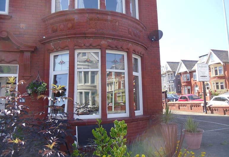 The Beaucliffe, Blackpool, Hotel Entrance