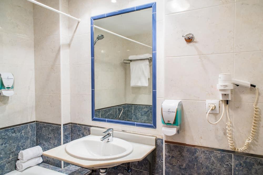Apartemen Standar, 2 kamar tidur (5 People) - Kamar mandi