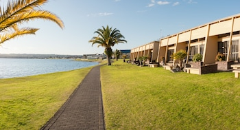 Picture of Oasis Beach Resort in Taupo