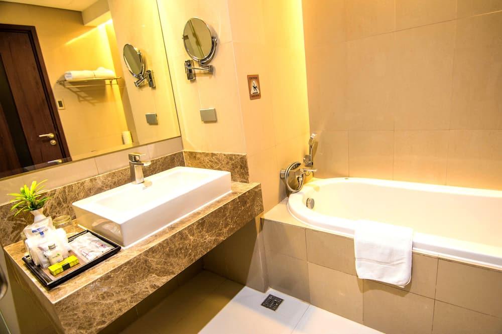 Pusluksusa numurs, 1 divguļamā karaļa gulta, vanna - Vannasistaba
