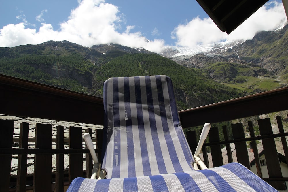 Standard Apartment, 3 Bedrooms, Mountain View - Balcony