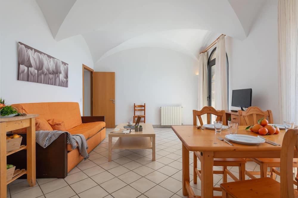 Standard Apartment, 2 Bedrooms, Sea View - Ruang Tamu