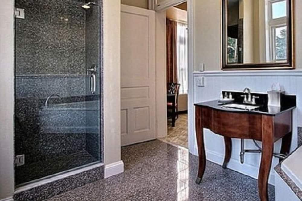 Zimmer, 2Queen-Betten, barrierefrei, Nichtraucher - Badezimmer
