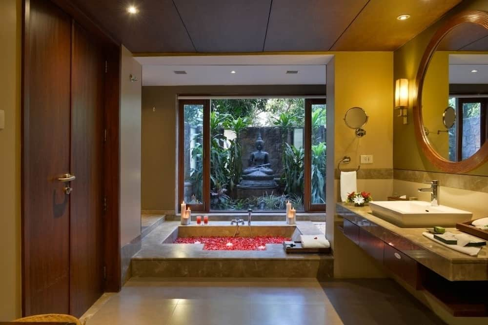 Mandavdi Cottage - Bathroom