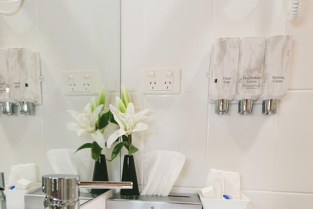 Standard Room, Non Smoking (Twin Room) - Bathroom
