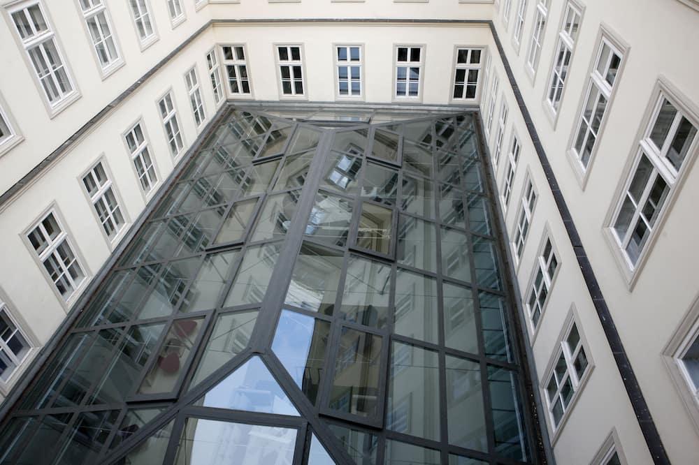 Dobbeltrom – standard, rom vegg-i-vegg - Utsikt mot gårdsplass
