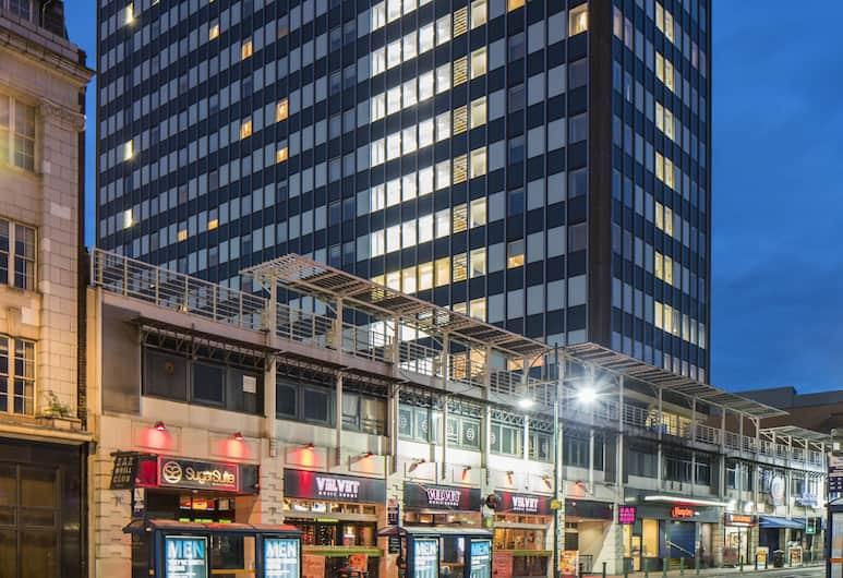 Hampton by Hilton Birmingham Broad Street, Birmingham, Hotelfassade am Abend/bei Nacht