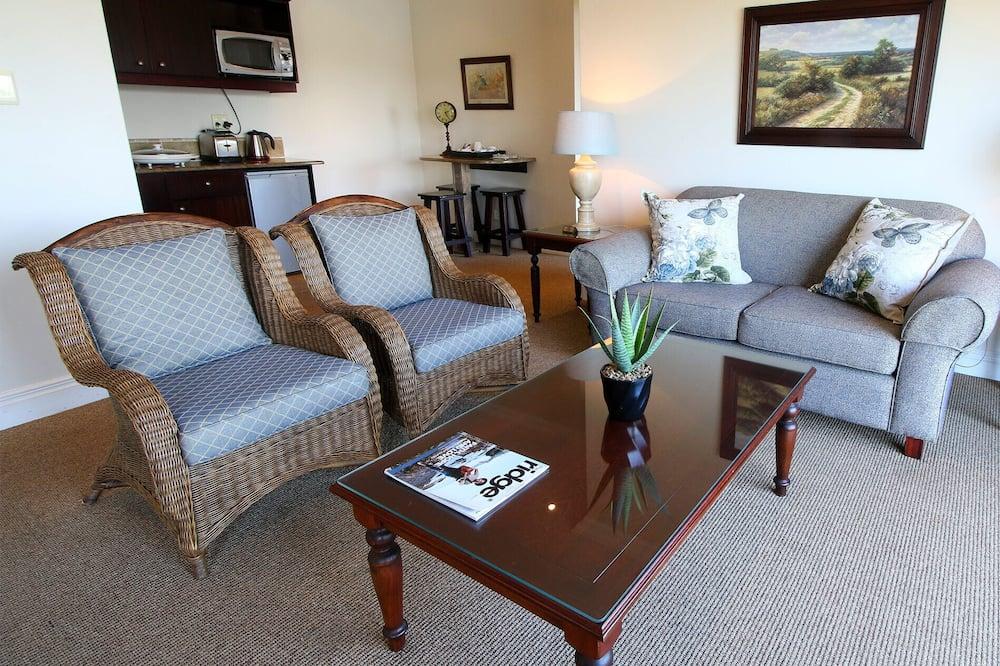 Suite (Queen) - Living Room