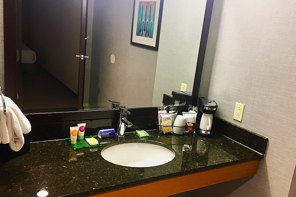 Room, 2 Double Beds (Newly Renovated) - Bathroom