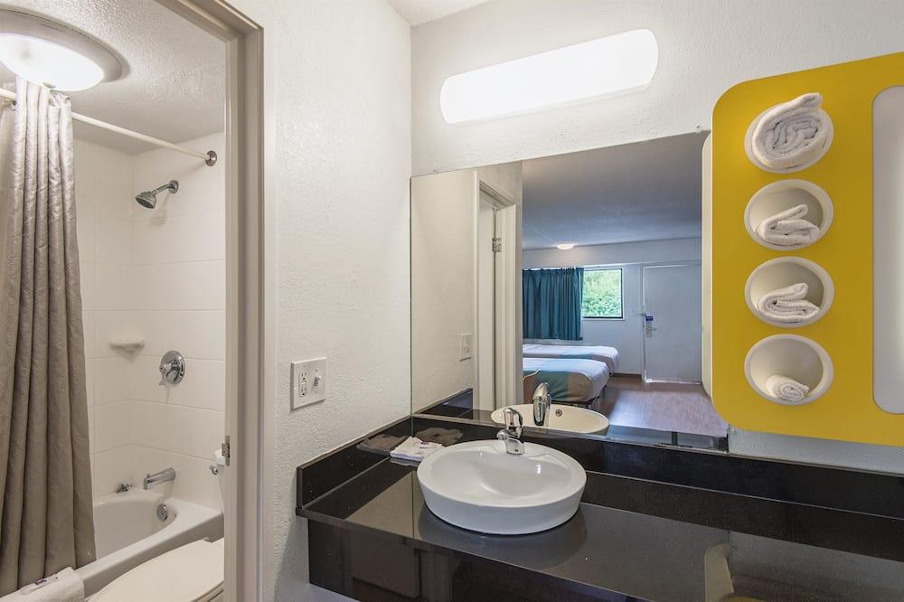 Standartinio tipo kambarys, 2 standartinės dvigulės lovos, Nerūkantiesiems - Vonios kambarys