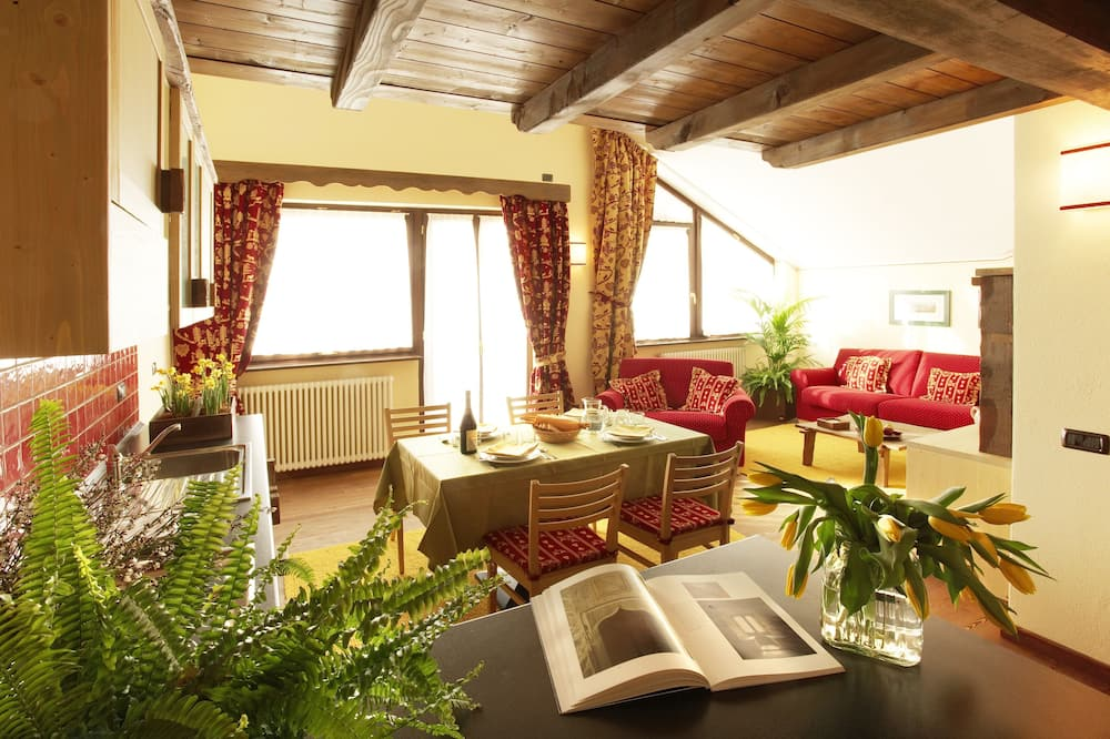 Classic Apartment, 2 Bedrooms - In-Room Dining