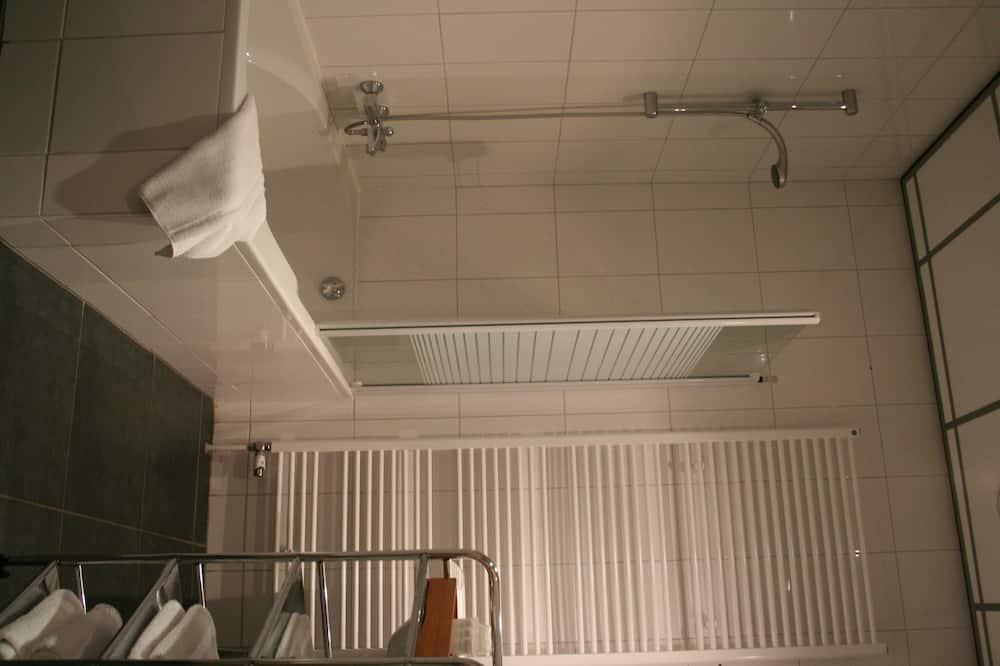 Kamar Double Comfort untuk 1 Orang - Kamar mandi