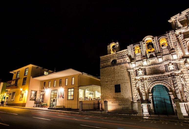 Wyndham Costa del Sol Cajamarca, Cajamarca, Hotelfassade am Abend/bei Nacht