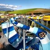 Басейн з водоспадом
