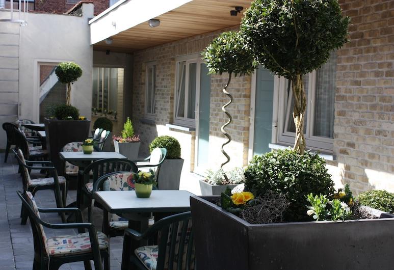 Alliance Hotel Ieper Centrum, Ypres, Terrasse/patio