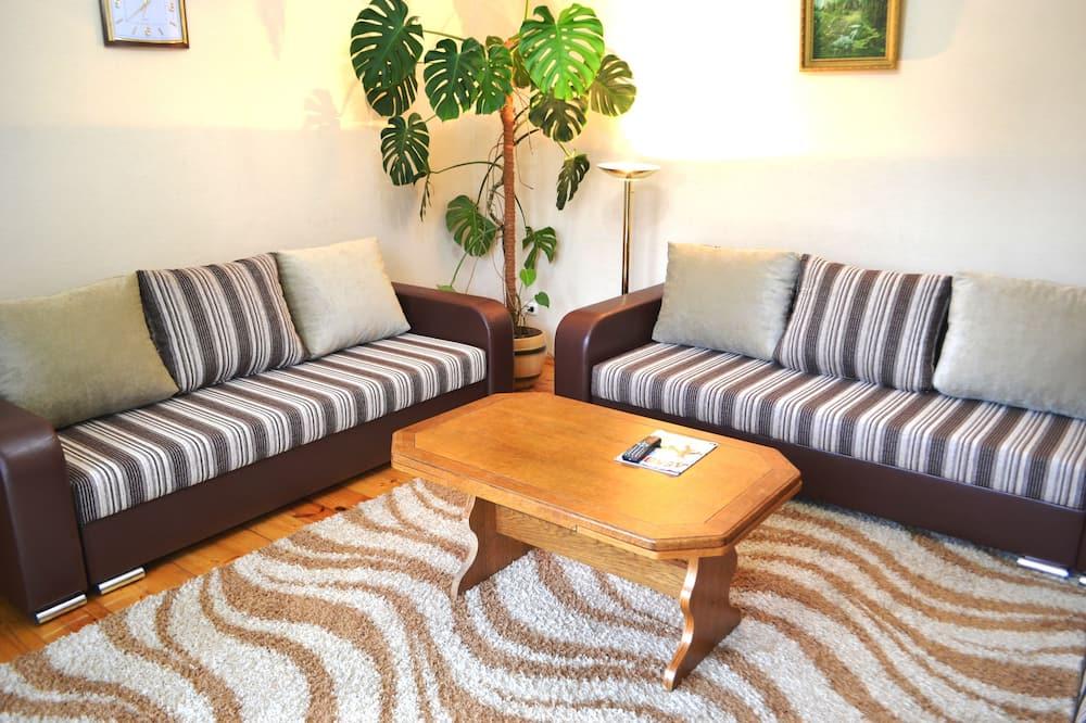 Departamento familiar, 2 habitaciones, lanai, vista al parque - Sala de estar