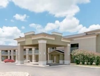 Picture of Super 8 by Wyndham Cotulla TX in Cotulla