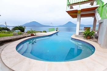 Obrázek hotelu Hotel y Centro de Convenciones Jardines del Lago ve městě Panajachel